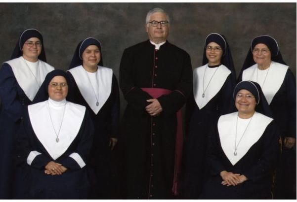 Religiosas Ecuménicas de Guadalupe con su fundador Msgr. Isidro Puente O.