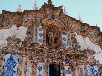 Iglesia de San Bartolomé. Detalle de la fachada.