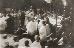 Su Santidad Benedicto XV, en el momento de su Coronación.