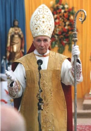 Monseñor Marcel Lefebvre durante la homilía de las consagraciones episcopales