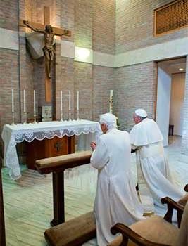 benedicto-XVI-papa-francisco-oran-267x350