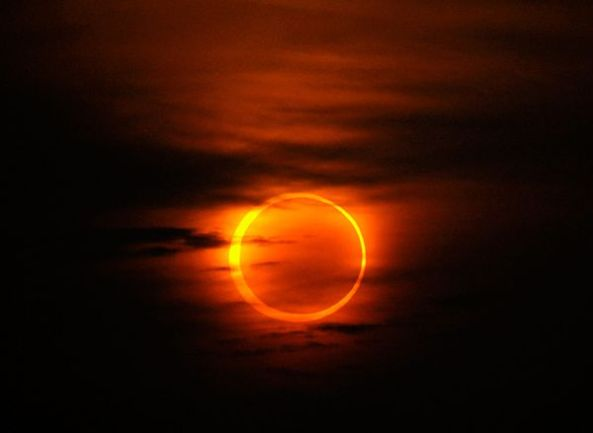 annular-ring-eclipse-clouds-china_11939_600x450