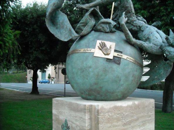 Monumento dedicado a San Miguel Arcángel-2