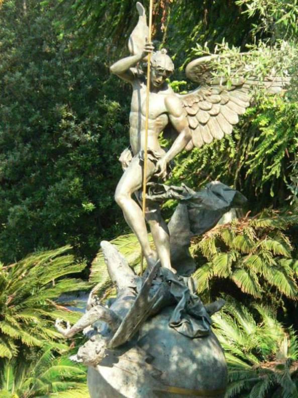 Monumento dedicado a San Miguel Arcángel-3