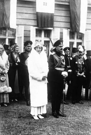 La amistad de Roncalli y la Casa Real de Bulgaria se debe a que él intercedió ante Pío XI para que la princesa católica Juana de Saboya se casara con el zar Boris III (que era cismático).