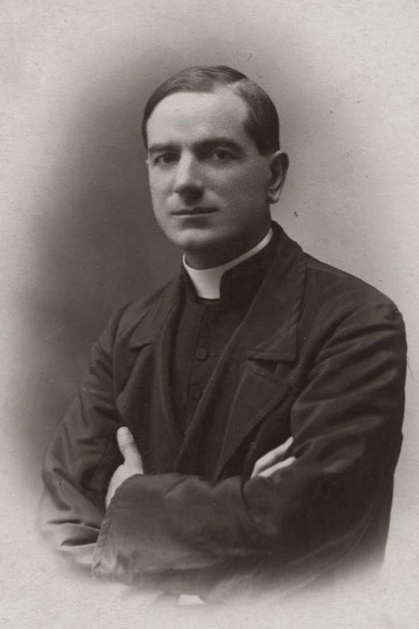 Ernesto Buonaiuti fue excomulgado por apoyar el modernismo (doctrina condenada entre otros, por San Pío X), y cuestionar la divinidad de Cristo y la santidad de la Iglesia