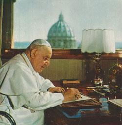 Juan XXIII en su despacho de la torre de San Juan, en septiembre de 1962.