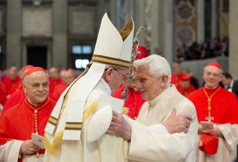 Papa-Francisco-Benedicto-XVI-ceremonia_PREIMA20140223_0059_32