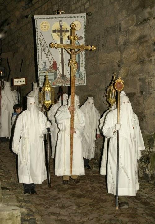 penitents_blanc_marche