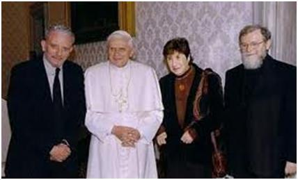 Benedicto XVI con Kiko Arguello.