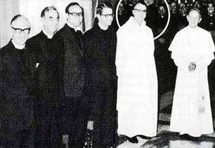 El Papa Pablo VI agradeciendo a los seis ministros protestantes por su ayuda al diseñar la Nueva Misa. Max Thurian en el círculo