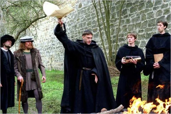 lutero-quemando-la-bula