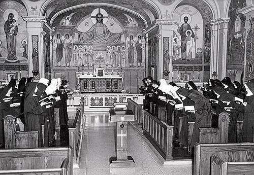 C201210-A-Patricia-Crowley-Benedictine-nuns.jpg